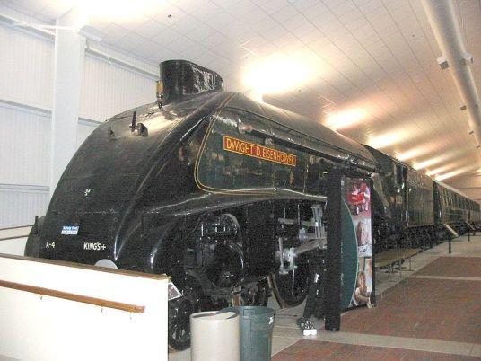 800px-LNER_Class_A4_4496_Dwight_D_Eisenhower_at_NRM